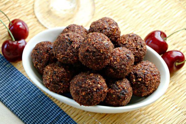 spicy-chocolate-cherry-snack-bites